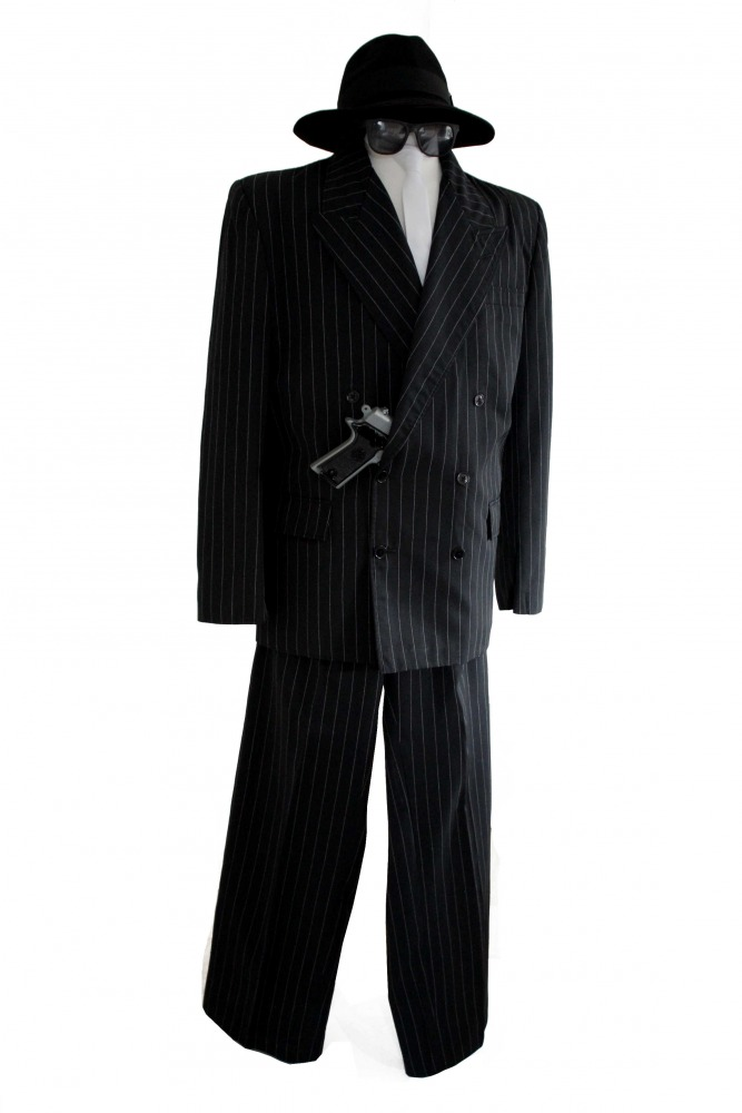 1920 1930 Gangsters http://sengook.com/1920-s-men-s-gangster-costumes.html